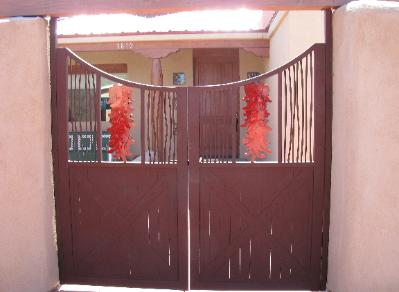ristra gate with vine rod screens